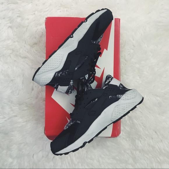 2d09e49166f6 Nike W s Air Huarache Run Print. M 5aca80d761ca10a4d0f09857